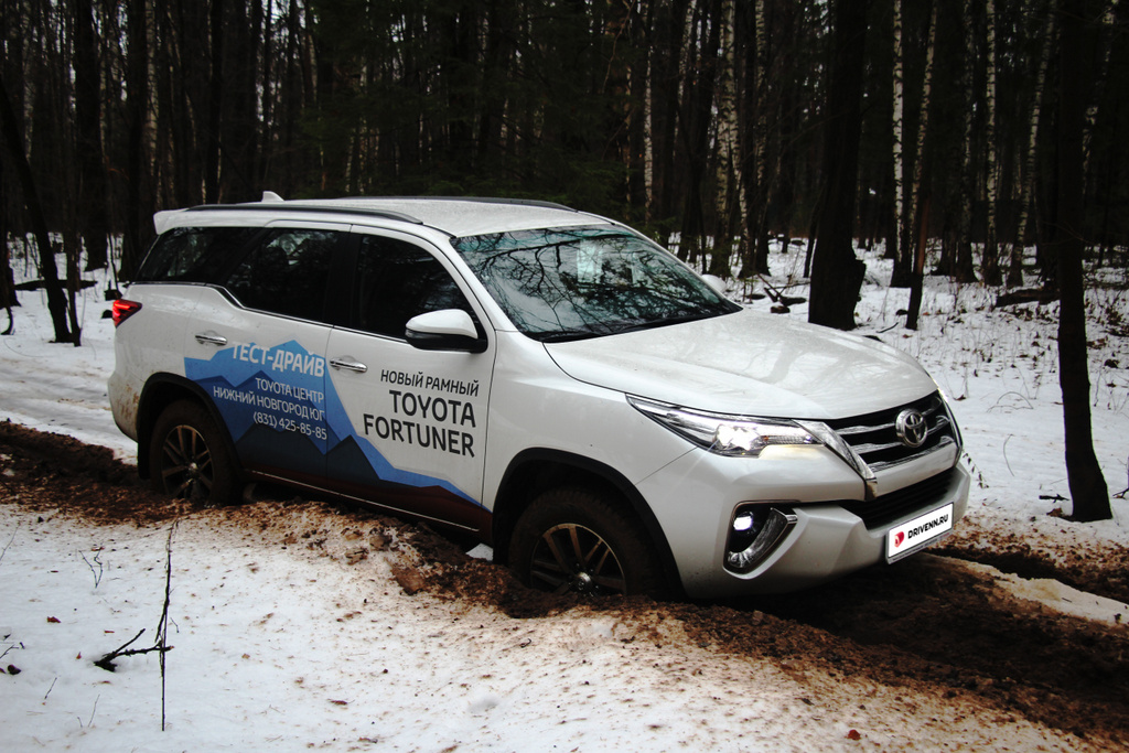 Toyota Fortuner фото