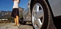4 правильных действия, если на ходу пробило колесо у авто