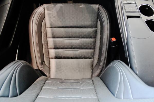 Сиденье водителя вид сверху  Lexus RC 200t